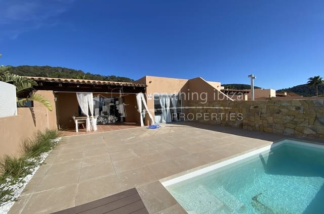 2 bedroom Townhouse for sale in Cala Moli with pool - € 590,000 (Ref: 6053605)