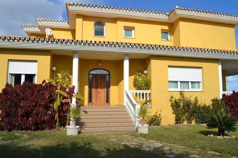 8 bedroom Villa for sale in Benalmadena - € 995,000 (Ref: 3234373)