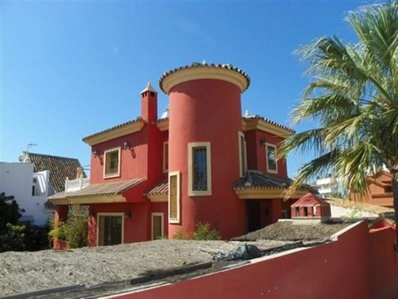 3 bedroom Villa for sale in Marbella - € 580,000 (Ref: 3385779)