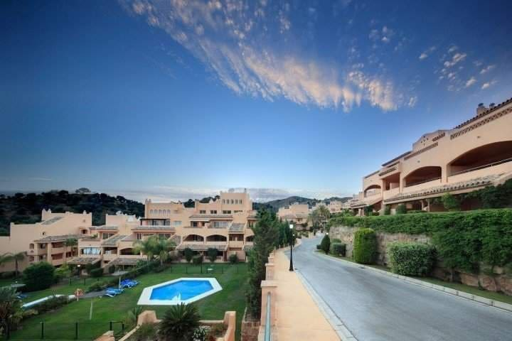 2 bedroom Apartment for sale in Marbella - € 209,900 (Ref: 3403734)