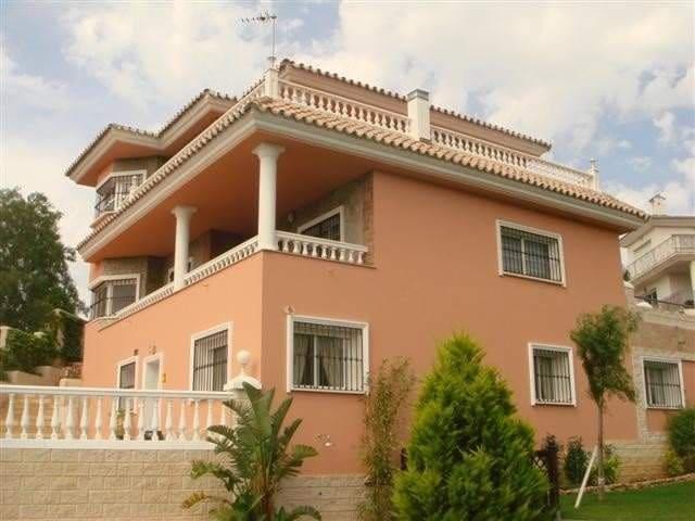 6 bedroom Villa for sale in Benalmadena - € 1,300,000 (Ref: 3520204)