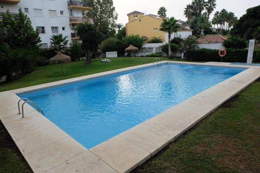 2 bedroom Apartment for sale in Marbella - € 210,000 (Ref: 3552468)