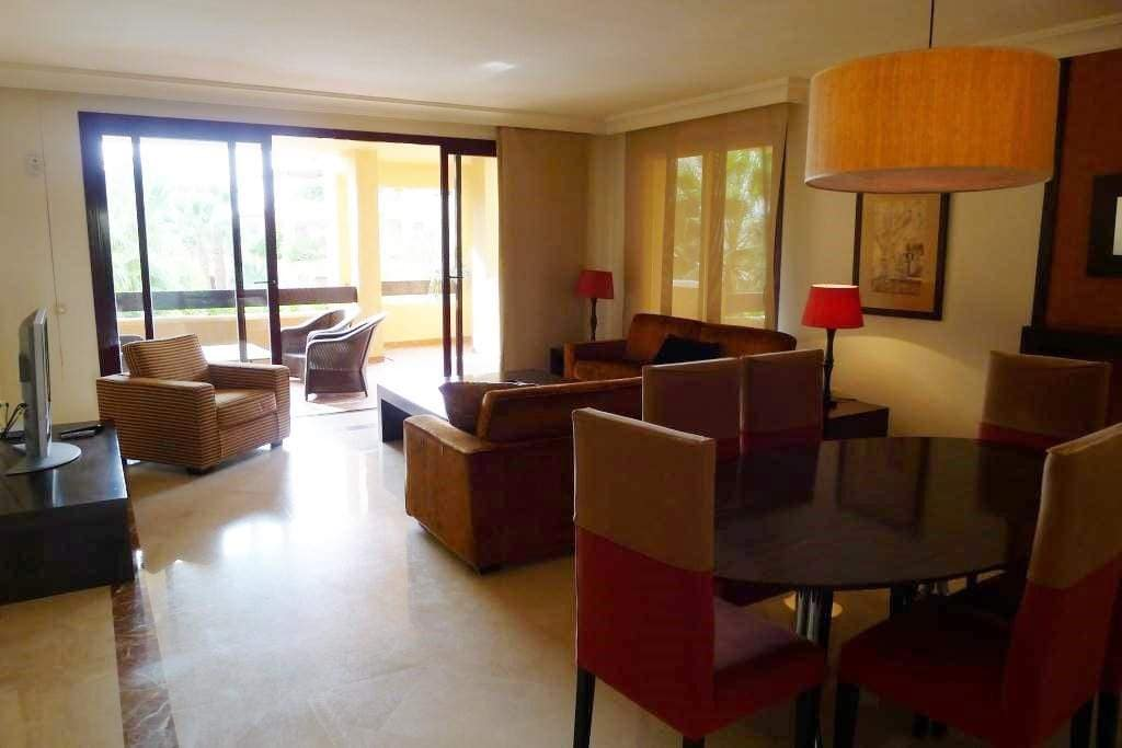 3 bedroom Apartment for sale in Marbella - € 950,000 (Ref: 4109854)