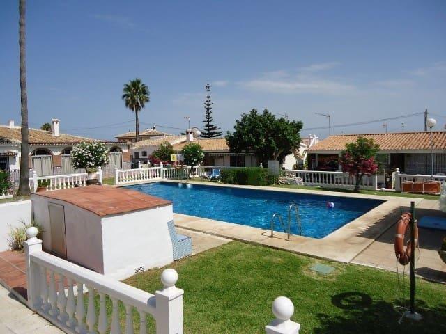 1 soverom Kjedet enebolig til salgs i El Chaparral med svømmebasseng - € 149 900 (Ref: 3164523)
