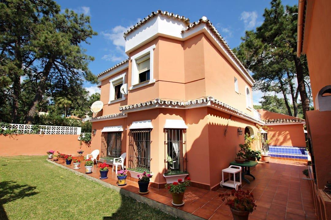 6 bedroom Villa for sale in Carib Playa with garage - € 743,000 (Ref: 3407852)