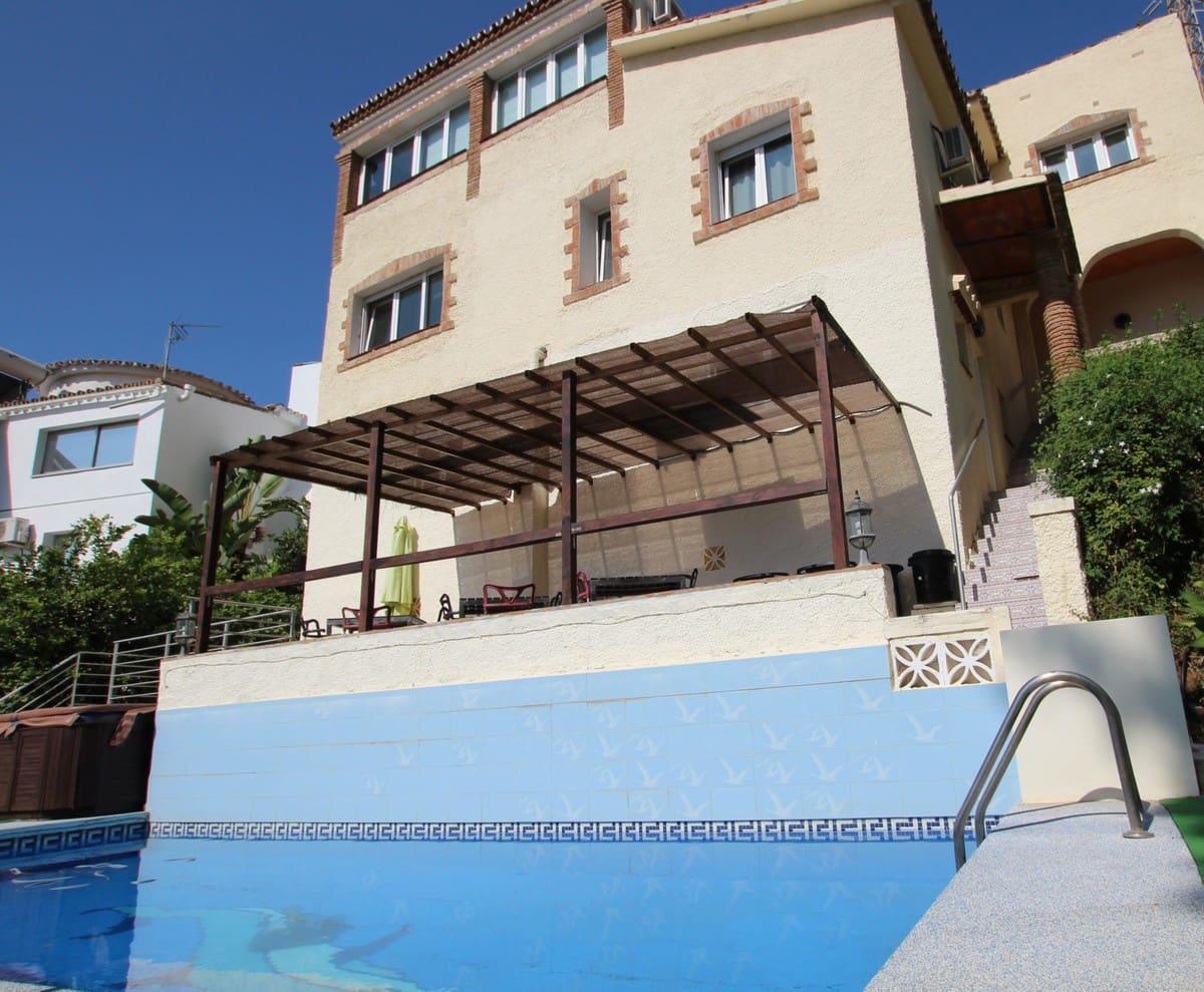 7 bedroom Villa for sale in Benalmadena with pool - € 599,000 (Ref: 4693683)