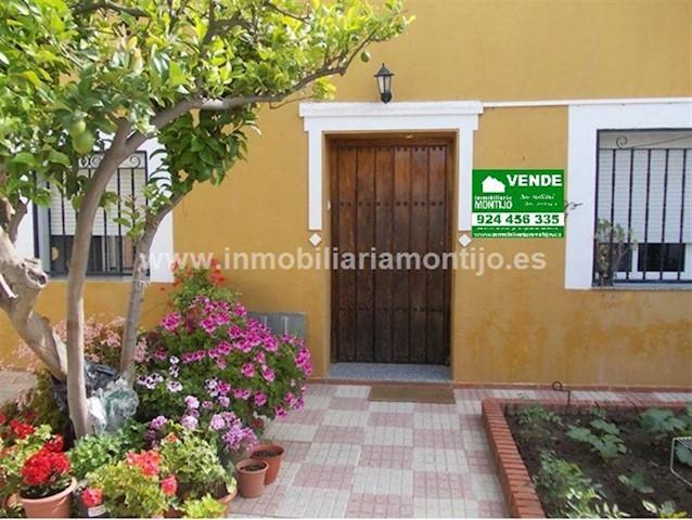 Chalet de 4 habitaciones en Torremayor en venta - 90.000 € (Ref: 3702054)