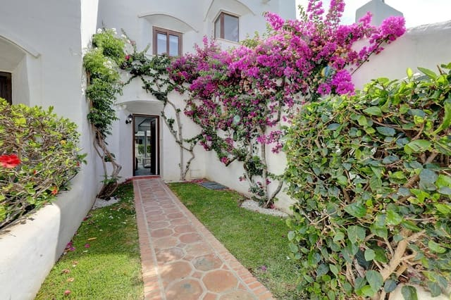 1 bedroom Semi-detached Villa for holiday rental in Estepona with pool garage - € 600 (Ref: 5584269)