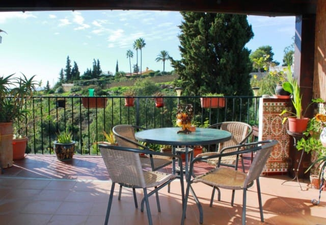 3 bedroom Townhouse for sale in Marbella with pool garage - € 186,000 (Ref: 4335290)