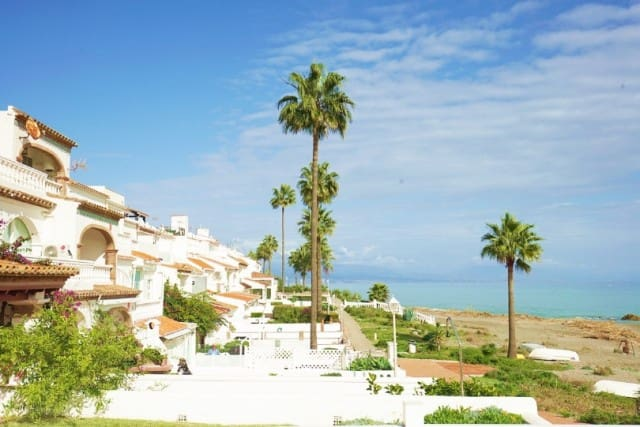 2 bedroom Townhouse for sale in Marbella with pool garage - € 175,000 (Ref: 4335308)