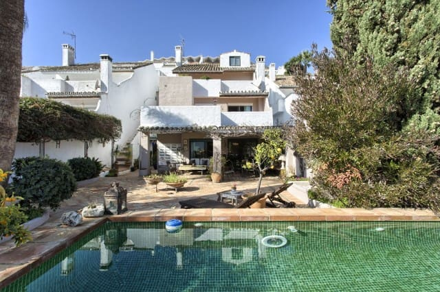 4 bedroom Townhouse for sale in Marbella with pool garage - € 650,000 (Ref: 4335562)