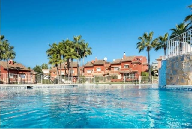 3 bedroom Townhouse for sale in Marbella with pool garage - € 299,500 (Ref: 4335660)