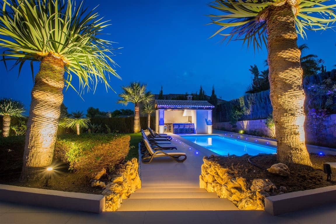 6 bedroom Villa for sale in Marbella with pool garage - € 2,950,000 (Ref: 4424439)
