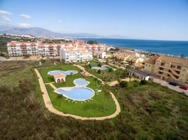 2 bedroom Apartment for sale in Manilva with pool garage - € 125,000 (Ref: 4999424)