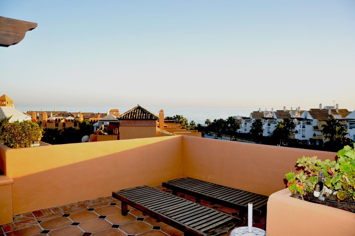 3 bedroom Townhouse for sale in Marbella with pool garage - € 695,000 (Ref: 5003878)