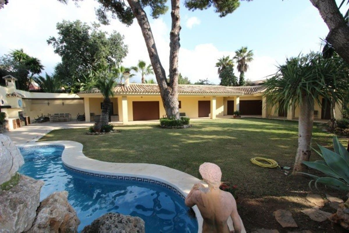 4 bedroom Villa for sale in Marbella with pool garage - € 1,490,000 (Ref: 5006482)