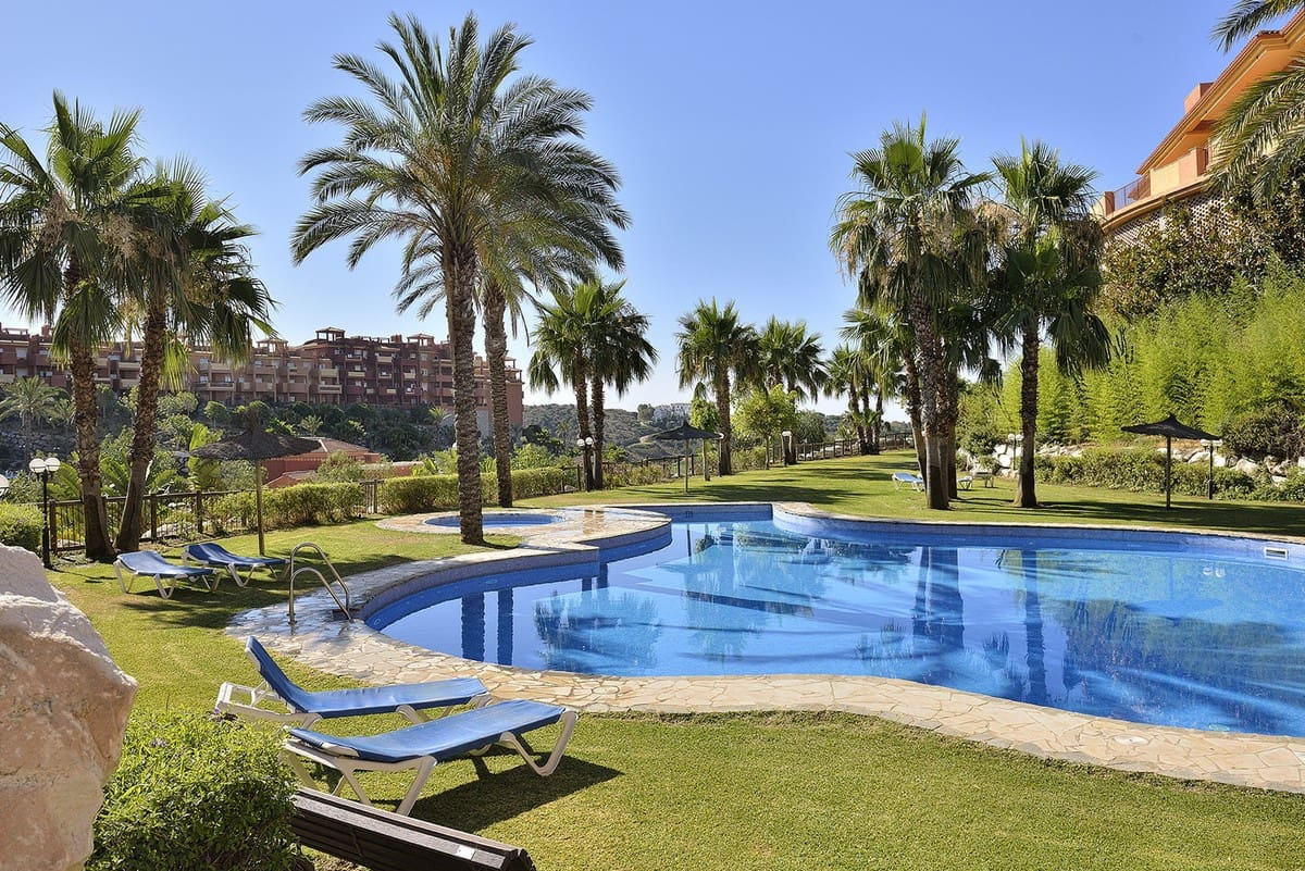 2 bedroom Apartment for sale in Marbella with pool - € 175,000 (Ref: 5018756)