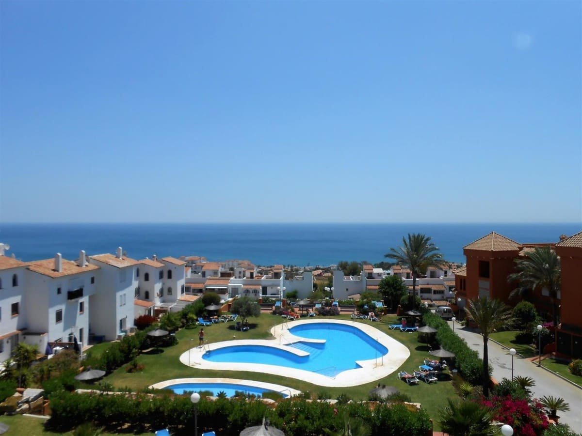 2 bedroom Apartment for sale in Manilva with pool garage - € 160,000 (Ref: 5018766)