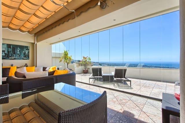 3 makuuhuone Kattohuoneisto myytävänä paikassa Los Monteros mukana uima-altaan  autotalli - 975 000 € (Ref: 3618016)