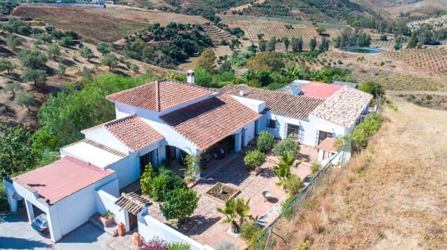 6 bedroom Finca/Country House for sale in Entrerrios with pool garage - € 795,000 (Ref: 4811272)
