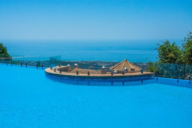 5 quarto Moradia em Banda para venda em Elviria com piscina garagem - 680 000 € (Ref: 5403281)