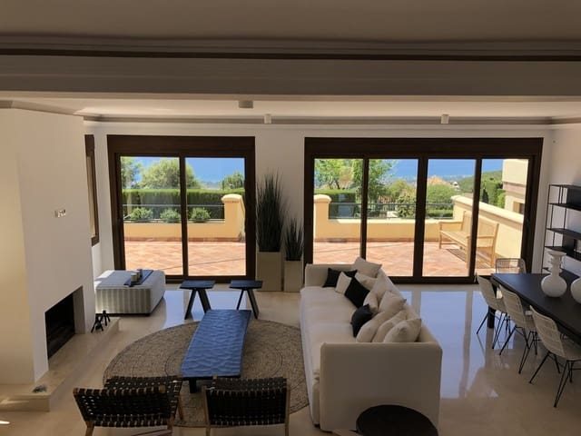 5 soveværelse Byhus til salg i Elviria med swimmingpool garage - € 800.000 (Ref: 6115210)