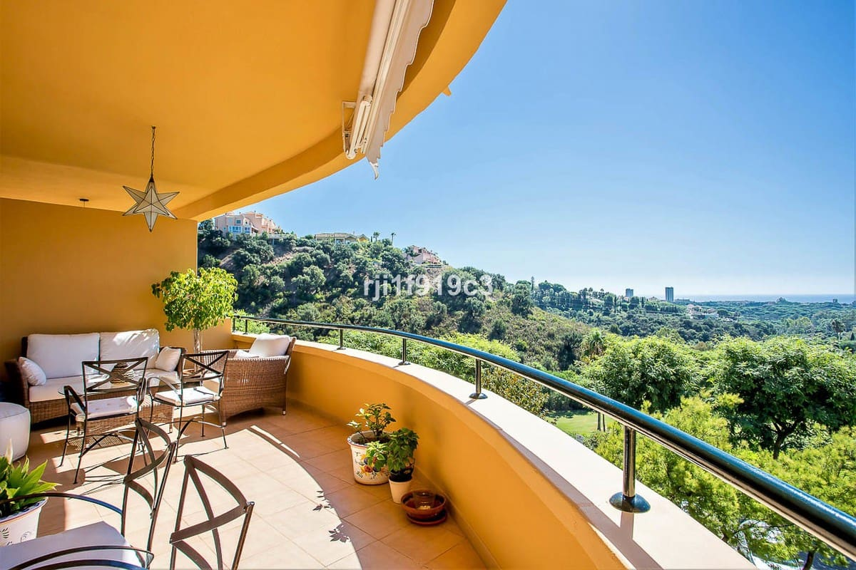 2 bedroom Apartment for sale in Marbella with pool garage - € 355,000 (Ref: 4625667)
