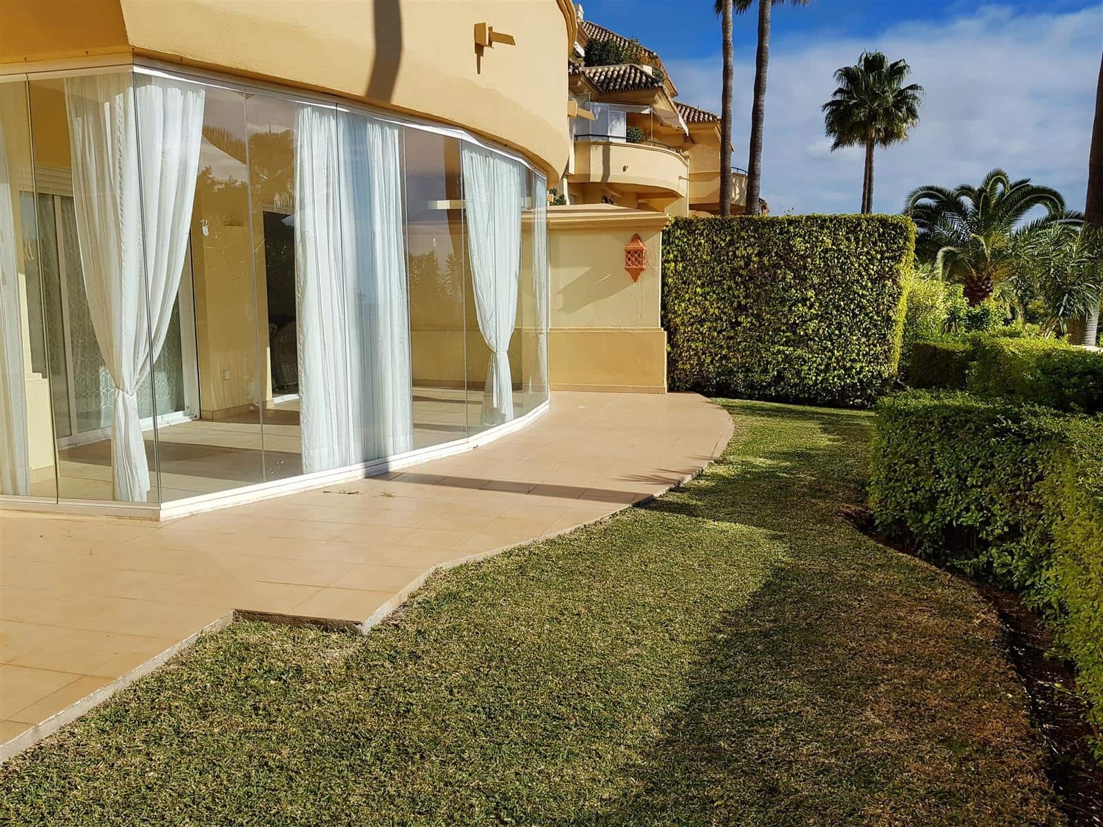 2 bedroom Apartment for sale in Marbella with pool garage - € 350,000 (Ref: 5040750)