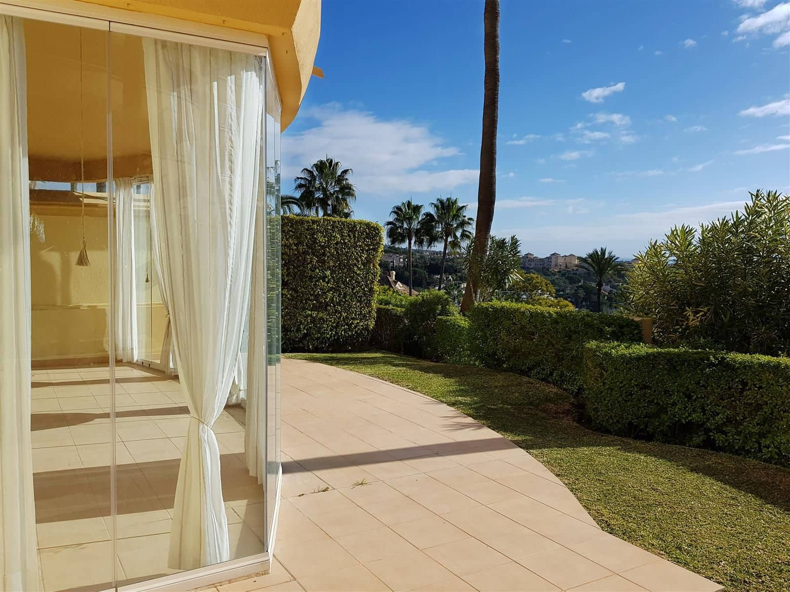 2 bedroom Apartment for sale in Marbella with pool garage - € 350,000 (Ref: 5130354)