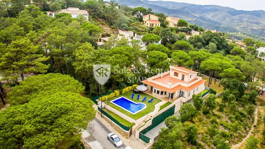 Chalet de 5 habitaciones en Lloret de Mar en venta con piscina garaje - 360.000 € (Ref: 5210079)