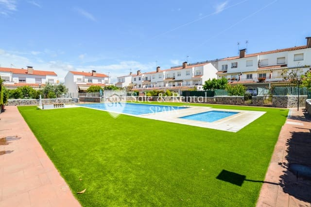 3 sypialnia Dom blizniak na sprzedaż w Blanes z basenem garażem - 424 200 € (Ref: 5332168)