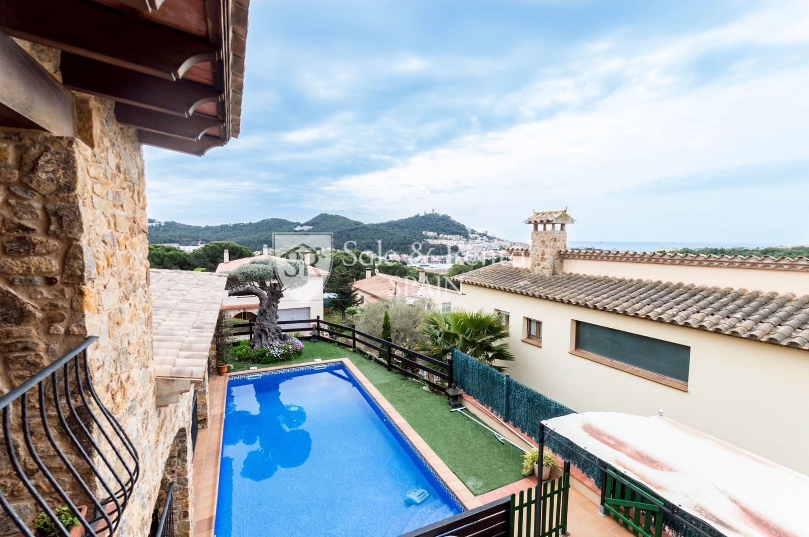 5 bedroom Villa for sale in Blanes with pool garage - € 598,000 (Ref: 6017794)