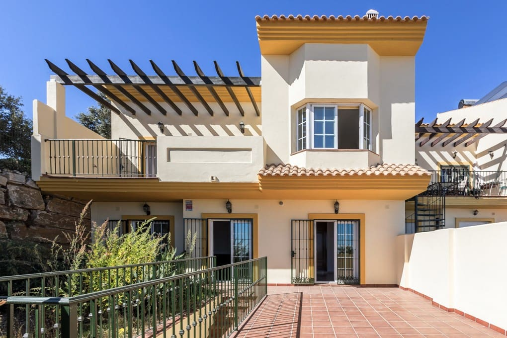 4 bedroom Townhouse for rent in La Mairena with pool garage - € 1,800 (Ref: 4178075)