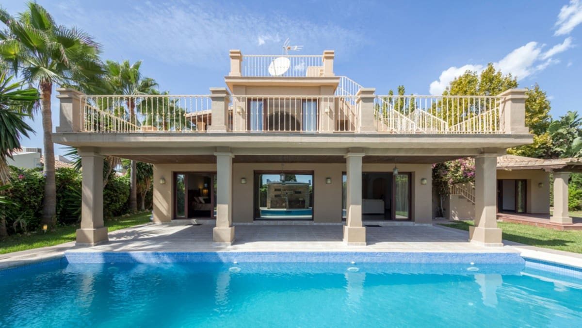 3 bedroom Villa for rent in Golden Mile with pool - € 5,500 (Ref: 5295095)
