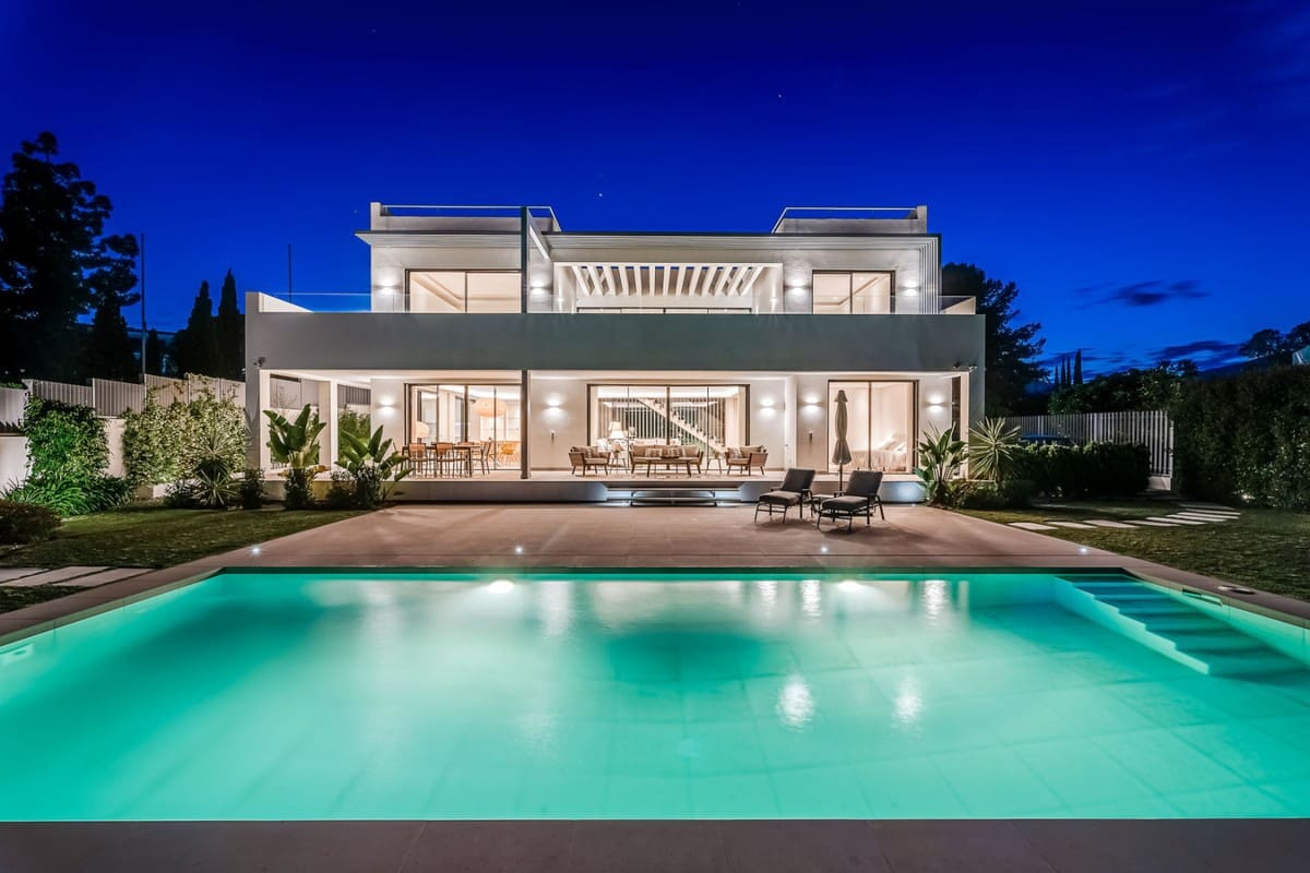 6 bedroom Villa for rent in Golden Mile with pool - € 16,000 (Ref: 5810834)