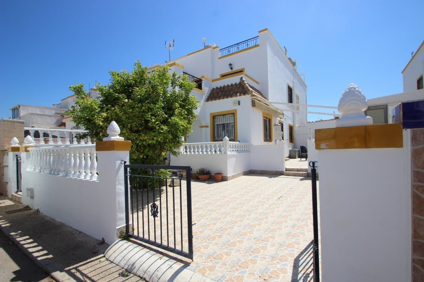 3 bedroom Terraced Villa for sale in Torrevieja with pool - € 127,500 (Ref: 4653531)