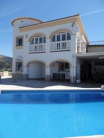 4 Zimmer Villa zu verkaufen in Competa mit Pool Garage - 498.000 € (Ref: 3851029)