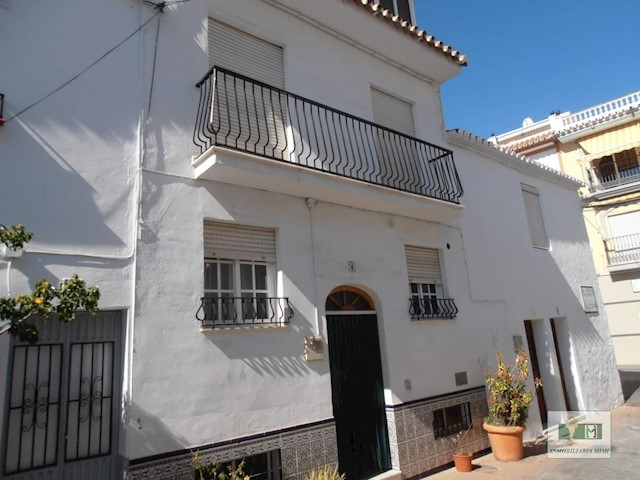3 bedroom Townhouse for sale in Torrox with garage - € 175,000 (Ref: 3851114)