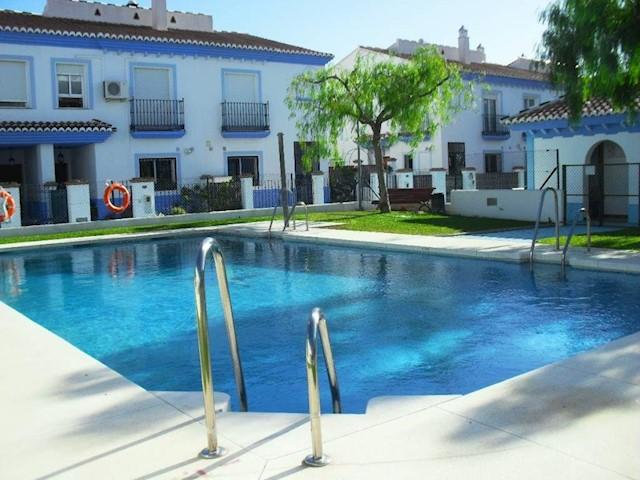 4 soveværelse Byhus til salg i Mezquitilla med swimmingpool - € 299.000 (Ref: 3600867)