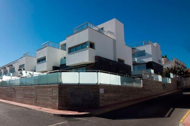 4 soveværelse Rækkehus til salg i Guardamar del Segura med swimmingpool garage - € 550.000 (Ref: 5178095)