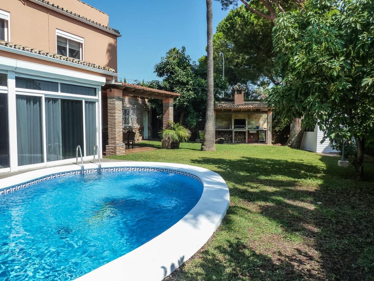 4 bedroom Villa for sale in Benalmadena with pool - € 950,000 (Ref: 3840015)