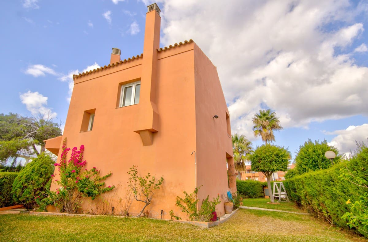 4 bedroom Townhouse for sale in Manilva with pool garage - € 260,000 (Ref: 4337568)
