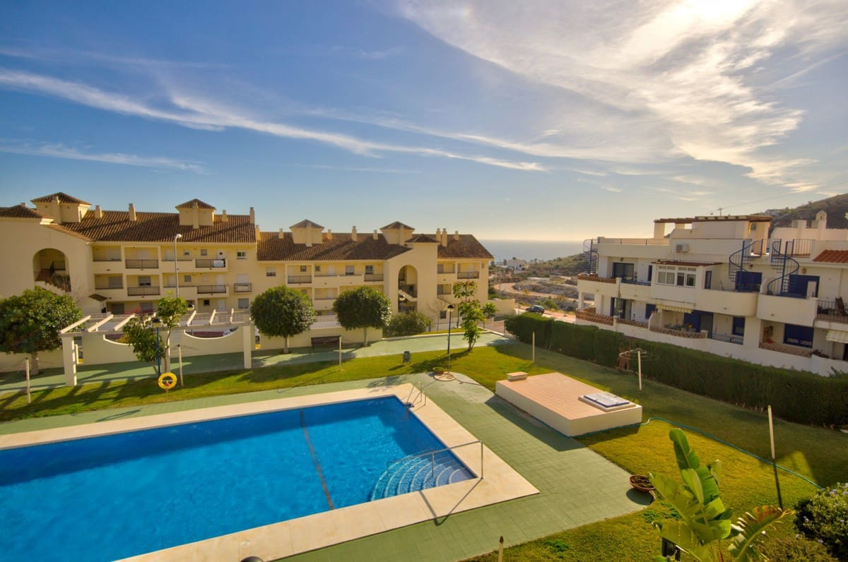2 bedroom Apartment for sale in Benalmadena with pool garage - € 160,000 (Ref: 5021942)