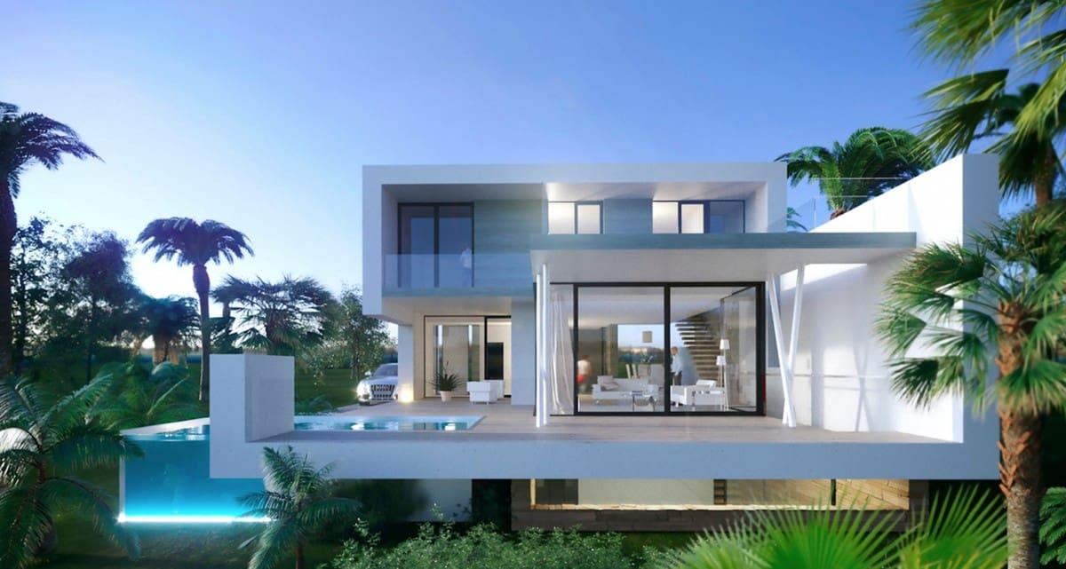 5 bedroom Villa for sale in New Golden Mile with pool garage - € 1,200,000 (Ref: 6081531)
