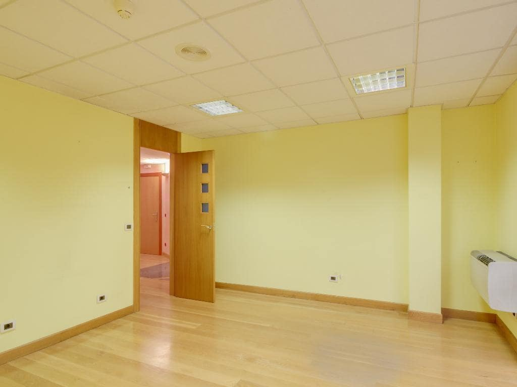 Oficina de 3 habitaciones en Gijón en venta - 119.000 € (Ref: 5215954)