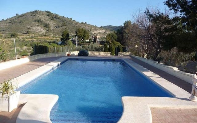5 bedroom Cave House for sale in Pinoso with pool - € 174,950 (Ref: 2721253)