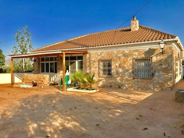 4 bedroom Villa for sale in La Romana with pool - € 250,000 (Ref: 3939036)