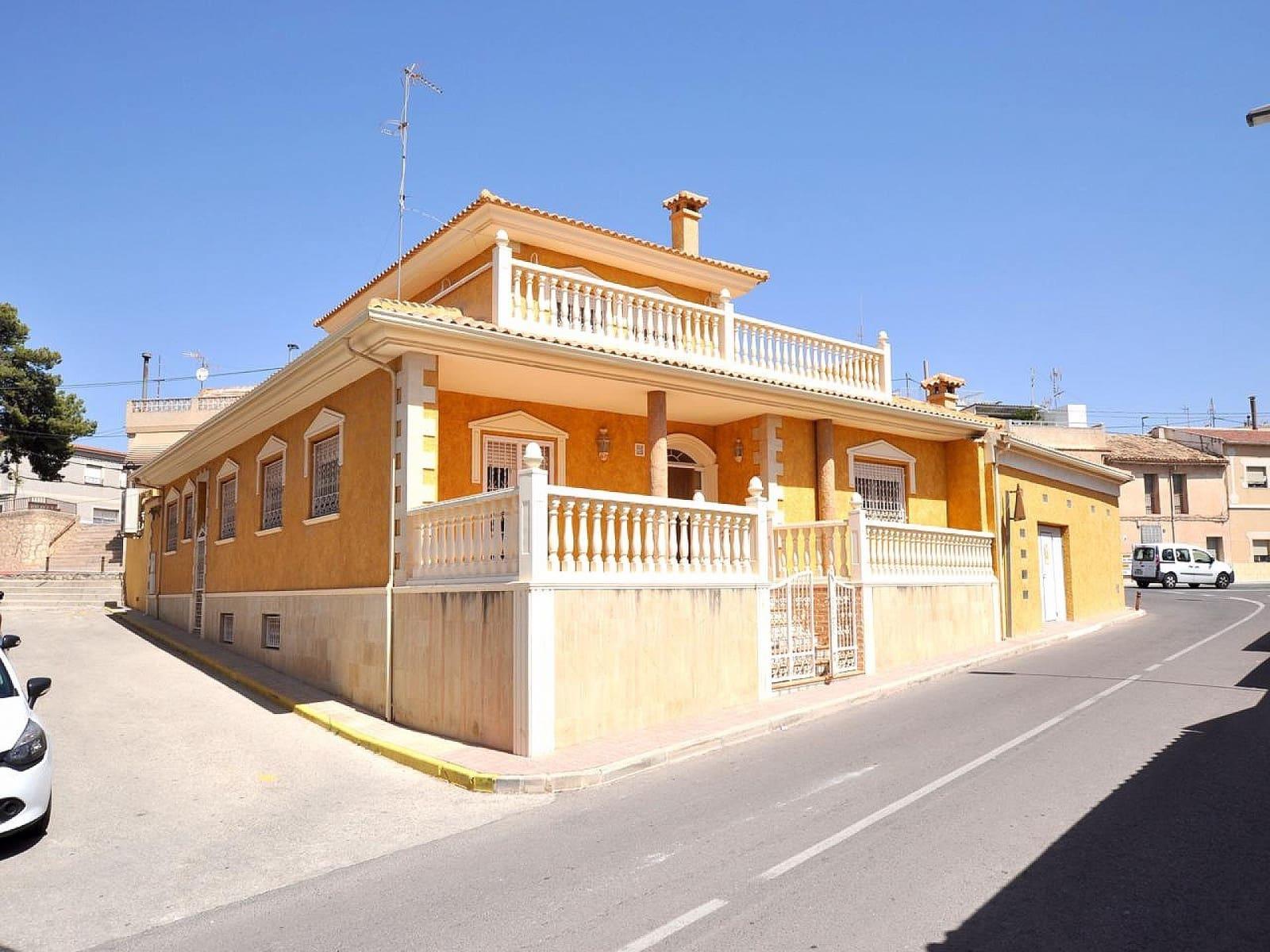Chalet de 4 habitaciones en L'Algueña / Alguenya en venta con garaje - 260.000 € (Ref: 4720195)