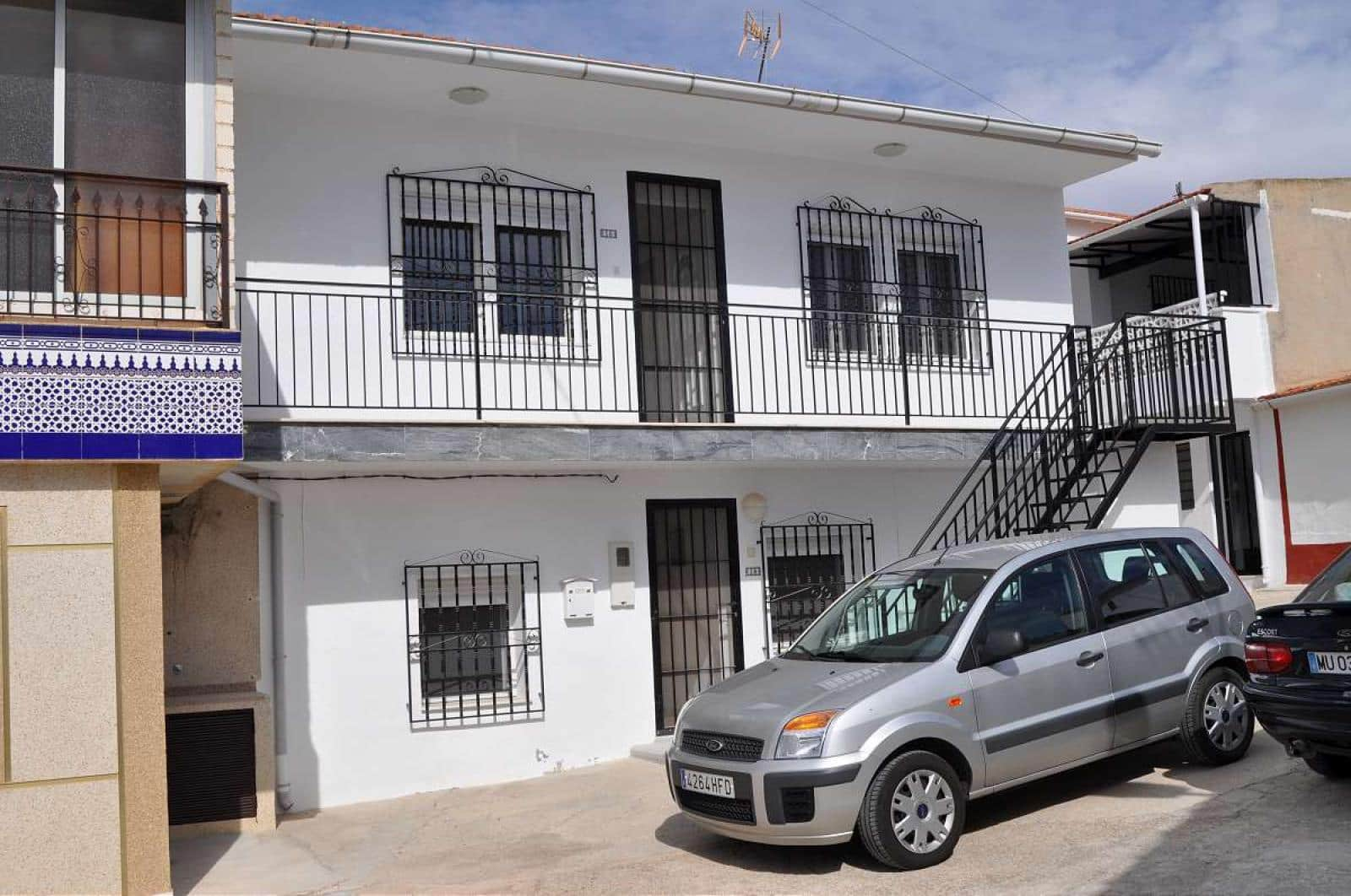 6 bedroom Townhouse for sale in Mahoya with garage - € 95,000 (Ref: 5018472)