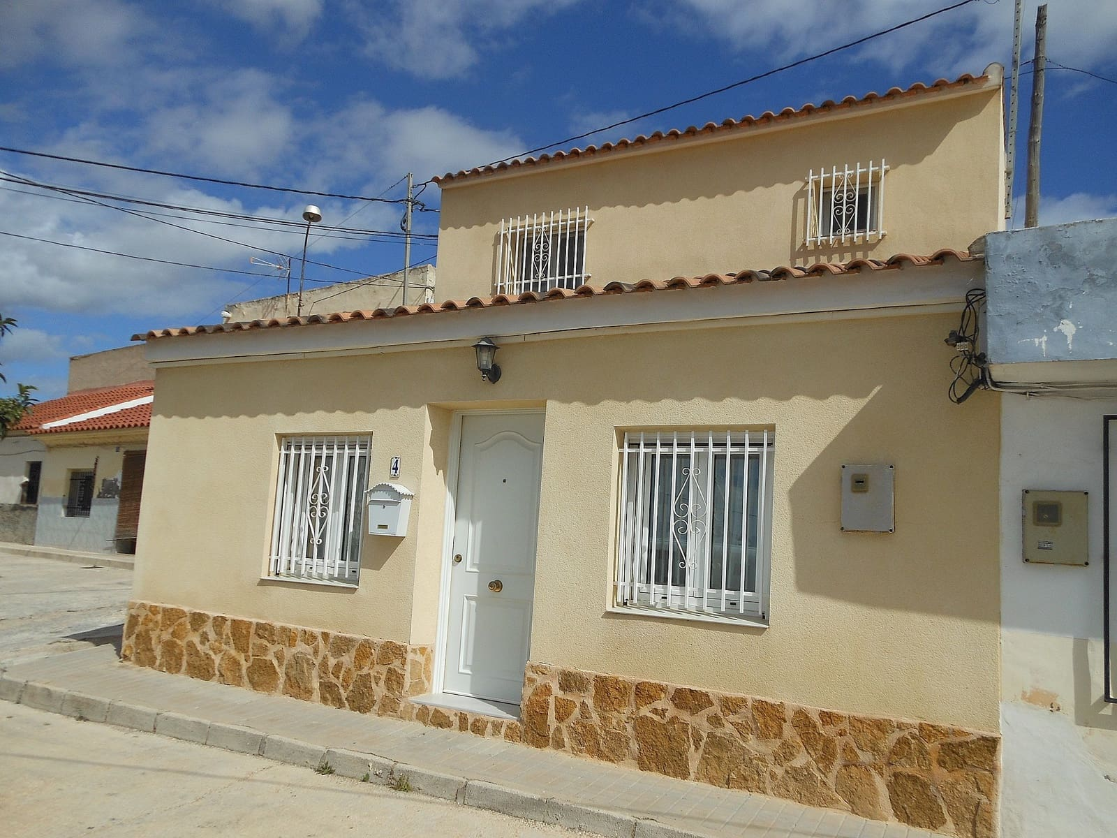 3 bedroom Townhouse for sale in Pinoso - € 99,999 (Ref: 6066274)